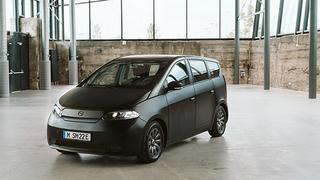 Als vergleichsweise preiswertes Elektroauto setzt der Sion auf Solar-Integration und erleichtert das CarSharing mit anderen.