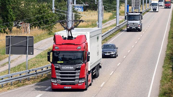 Die dreijährige Testphase zur Erprobung der Oberleitungstechnologie für Lkw in Baden-Württemberg startet am 1. Juli.