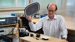 Andreas Münger im EMV-Labor: Der Sensor durchläuft verschiedene Tests auf Immunität gegen Störungen