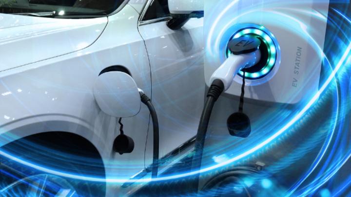 Bei neuzugelassenen E- und Hybridfahrzeugen ist Volkswagen im ersten Halbjahr die Nummer 1.