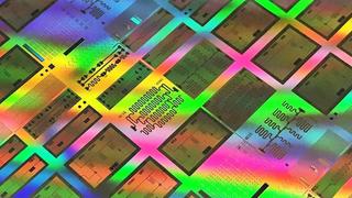 Testchip mit supraleitenden Qubits in einem 300 mm integrierten Prozessprototyp.