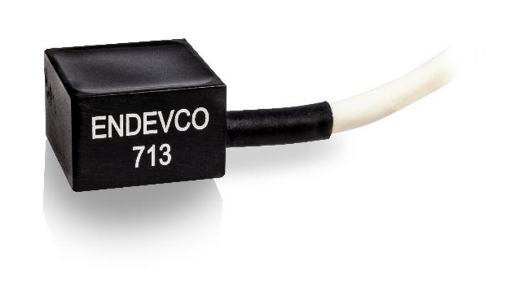 Einfach per Kleb- oder Schraubmontage zu installieren: Der Beschleunigungssensor 713 von Endevco / PCB Synotech