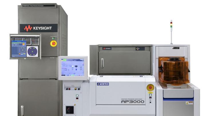 Photonik-Silizium-Testsystem NX5402A von Keysight.
