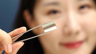 Der neue Magnet von LG Innotek benötigt für seine Herstellung nur 40 Prozent der bisher erforderlichen Seltenen Erden – ohne das seine Stärke sinkt.