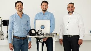Wenglor-Geschäftsführer Rafael Baur, TPL-Vision-Geschäftsführer Daniel Huber und Business-Unit-Leiter Computer Vision Christian Vollrath bei Wenglor.