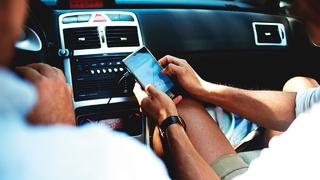 Wichtige Merkmale von Fahrzeugen ist Konnektivität, die den Insassen Sicherheit, Information, Unterhaltung