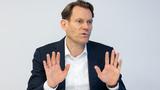 Nikolai Setzer, Vorstandsvorsitzender der Continental AG: »Viele Marktbeobachter gehen davon aus, dass erst ab 2023, wenn höhere Kapazitäten bei den Chipherstellern verfügbar sind, eine deutliche Besserung eintritt.«