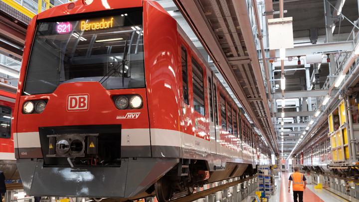 Ein umgebauter Zug des Pilotprojektes »Digitale S-Bahn Hamburg«. Der Zug soll zum ITS-Kongress in der Hansestadt seine erste Fahrt antreten.