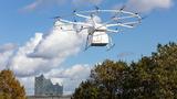 Die VoloDrone hebt auf ihrem ersten öffentlichen Demonstrationsflug ab, den Volocopter zusammen mit DB Schenker auf dem IST World Congress in Hamburg durchgeführt hat.