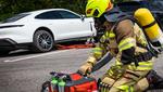 Brände bei Elektroautos sicher bekämpfen