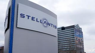 Stellantis-Schild vor dem Chrysler Technology Center in Auburn Hills.
