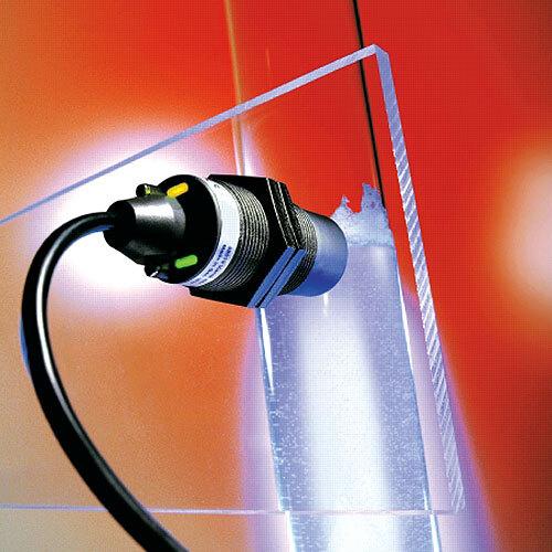 Im Gegensatz zu Standardsensoren, die sich bei Wandstärken bis maximal 4 mm einsetzen lassen, erfasst der FSA Füllstände auch durch Wandstärken bis 10 mm.