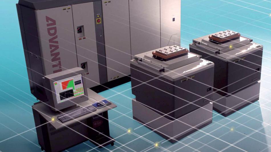 Bild 3. Testsystem T5501 zum parallelen Test von bis zu 32 DRAMs mit Datenraten bis 4 Gbit/s. (Foto: Advantest)
