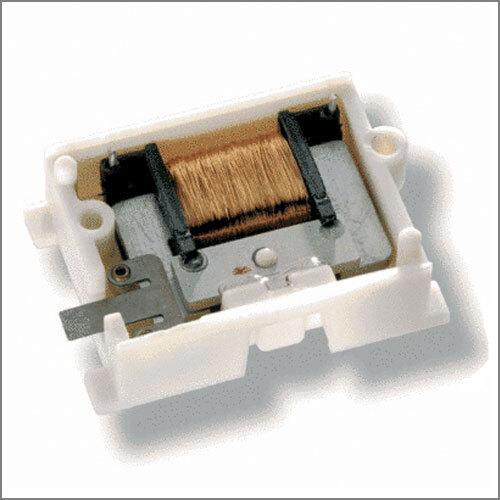 """Bild 3: Das """"ECO 100"""" von EnOcean ist ein Energiewandler für lineare Bewegung, der zum Betrieb von """"PTM 230"""" Sendemodulen verwendet werden kann. Mögliche Anwendungen sind beispielsweise miniaturisierte Schalter und Sensoren in der Gebäudetechnik und Industrie-Automatisierung."""