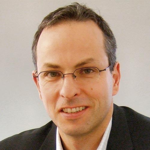 """Dr. Henning Wicht: """"Ich bin gespannt, wie die Komponentenhersteller von MEMS-Produkten auf den immensen Kostendruck von Seiten der Systemhersteller reagieren werden – möglicherweise damit, dass sie Bereiche der eigenen Chipfertigung an so genannte Foundries auslagern werden?"""""""