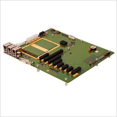 Bild 5. Die Trägerkarte im ATX-Format dient zur Erprobung der Hardware und leistet auch bei Testläufen während der Software-Entwicklung gute Dienste.
