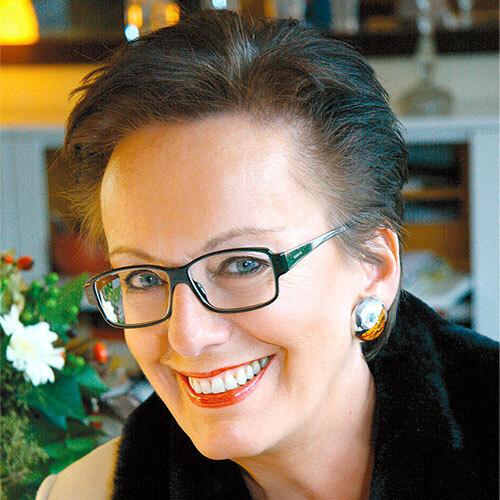 Susanne Helbach-Grosser ist Inhaberin des Seminar-Instituts Takt & Stil (www.takt-und-stil.de). Außerdem ist sie Mitbegründerin des 2002 ins Leben gerufenen Netzwerks ETI – Etikette-Trainer-International (www.etikettetrainer. com).