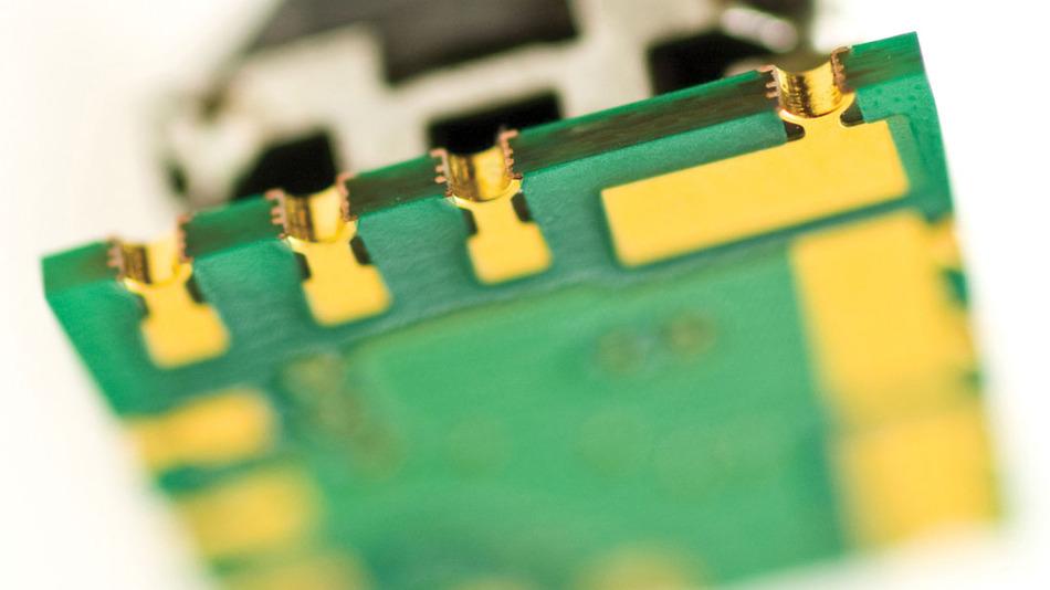 Bild 1: Unteransicht des PoL-DC/DC-Wandlers »Okami OKL« mit iLGAAusschnitten, die eine einfache visuelle Inspektion sowie einen einfachen Zugriff von Prüfsonden auf alle Anschlussflächen ermöglichen