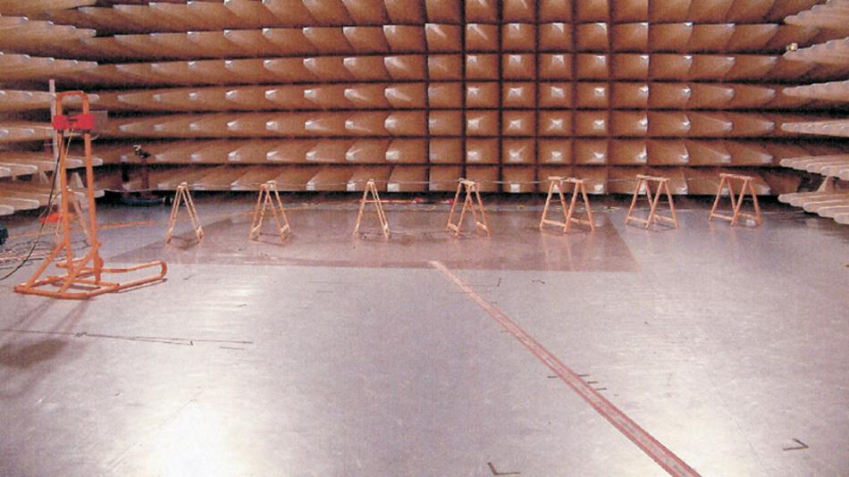Bild 7: Aufbau eines Kabeltests im EMV-Labor