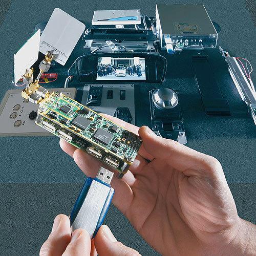 Bild 2. Per Wireless USB lassen sich Geräte mit hohem Übertragungsratenbedarf ins Fahrzeug integrieren. Die ersten Prototypen erreichen bereits Raten von mehr als 150 Mbit/s.