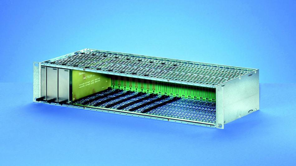 Schroff bietet MicroTCA-Baugruppenträger in 3 HE für Single- AMC-Module in verschiedenen Ausführungen an: In 19-Zoll-, metrischen und kleineren Breiten, mit 200 mm Tiefe und mit Busplatinen in Star- oder Dual-Star-Topologie.
