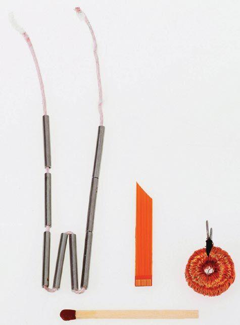Bild 3. Planare Induktivität als Ausführung mit geklappten Röhren. Ganz rechts ist ein auf Ringkern aufgewickelter Übertrager zu sehen.