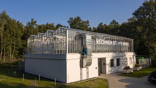 Der RZ-Anbieter Windcloud verfolgt nach eigenem Bekunden die Vision einer kohlendioxidfreien Zukunft digitaler Infrastrukturen und hat ein CO2-neutrales Rechenzentrum geschaffen. Dabei kommen Lösungen von Dell Technologies zum Einsatz.