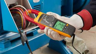 Fluke hat eine Familie von Strommesszangen vorgestellt, die elektrische Messungen für Service- und Instandhaltungstechniker sicherer machen sollen.