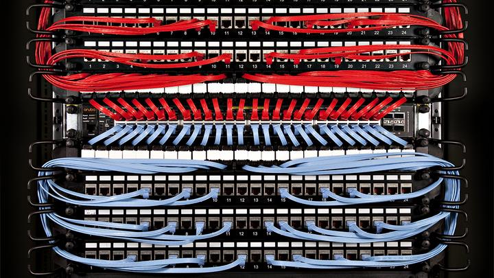 Lanline_Kabelmanagement_48 Port Switch mit Patchbox